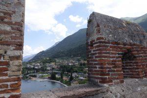 Ilyen, amikor a várból kikukucskálsz a Garda tóra