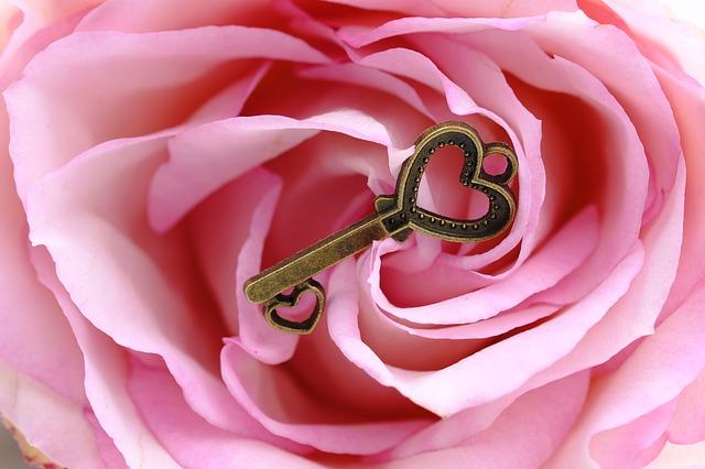 Tartsd nyitva szíved, és folyamatosan áramoltasd a szeretetet és a fényt belőle!